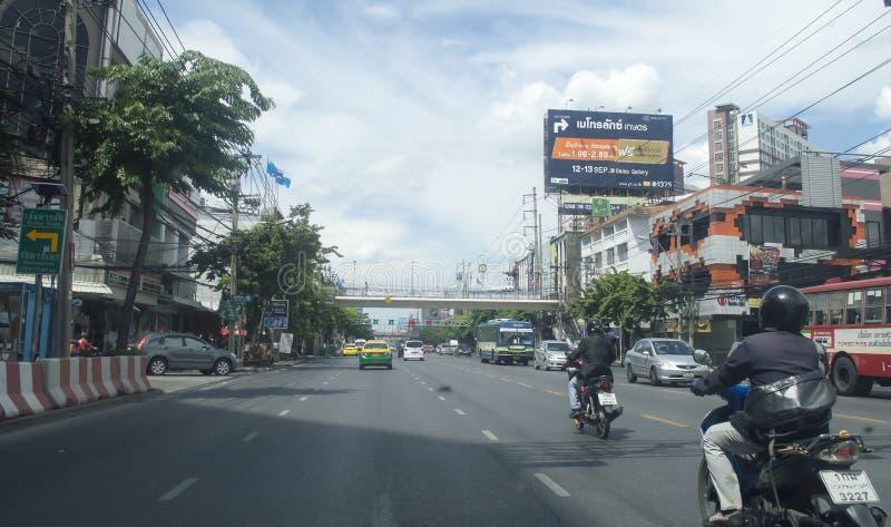 Vista della via della strada di Daeng di baccano in Tailandia immagine stock