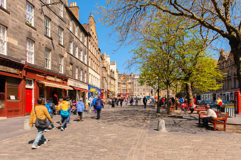 Vista della via di Edimburgo, Scozia, Regno Unito fotografie stock libere da diritti