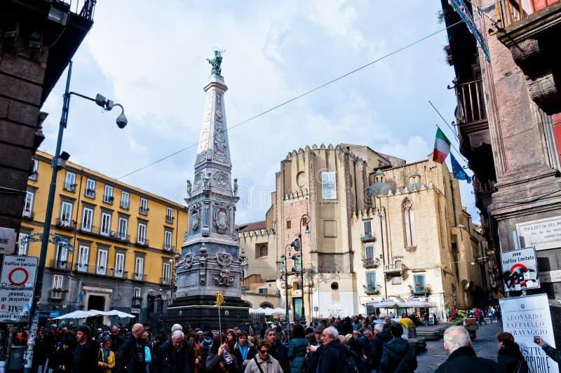 Vista della via di Spaccanapoli a Napoli, Italia immagini stock libere da diritti
