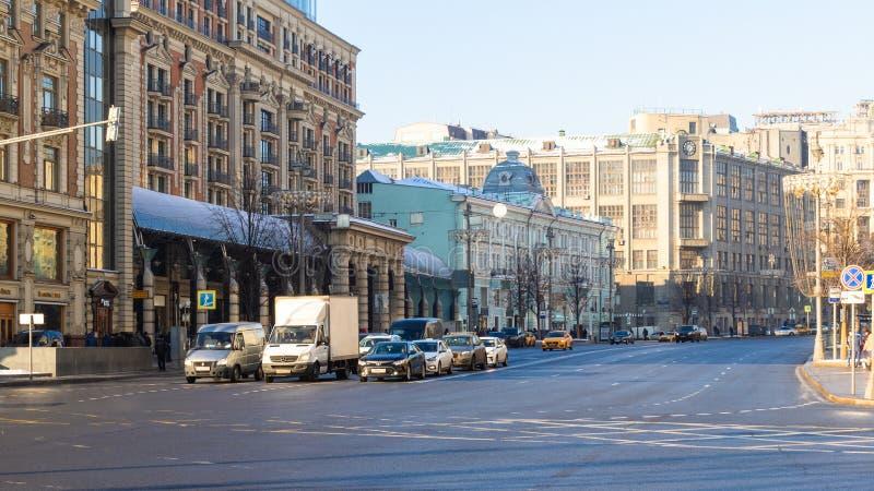 Vista della via di Tverskaya vicino all'hotel nazionale immagine stock libera da diritti