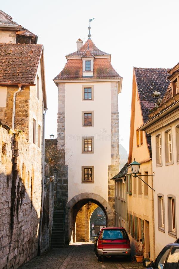 Vista della via e della torre nel der Tauber del ob di Rothenburg in Germania europa fotografia stock libera da diritti