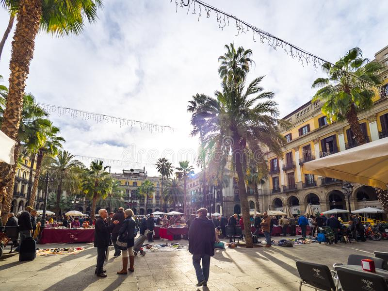 Vista della vita nel quadrato di Reial nella citt? di Barcellona immagini stock libere da diritti