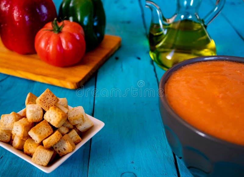 Vista della zuppa di verdure fredda, un pasto spagnolo tipico fotografie stock libere da diritti