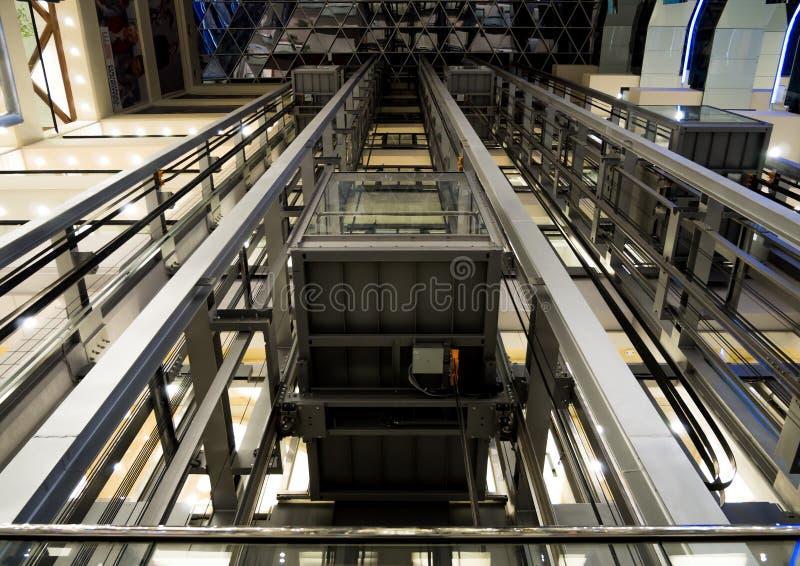 """Vista delle automobili di elevatore """"dal retro fotografia stock"""
