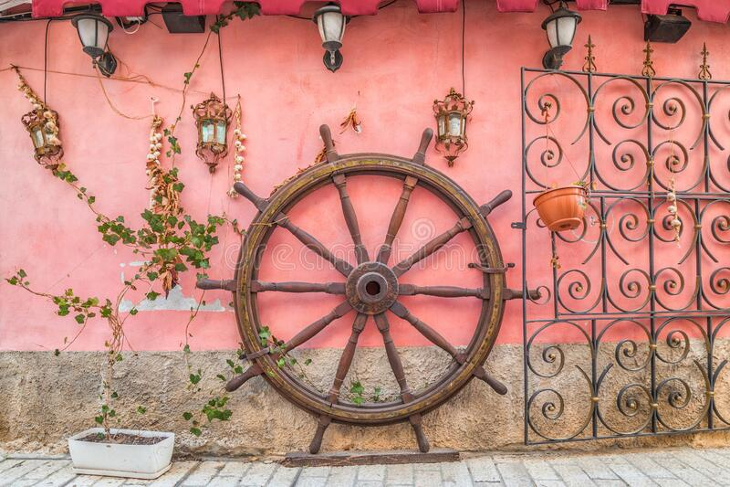 Vista delle decorazioni per le strade del centro del Porec fotografia stock