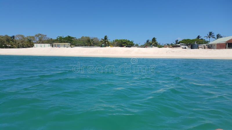Vista delle dune di sabbia dall'oceano fotografia stock