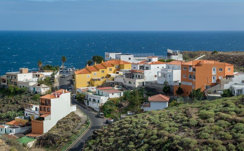 Vista delle isole Canarie di ocena e del villaggio fotografia stock libera da diritti
