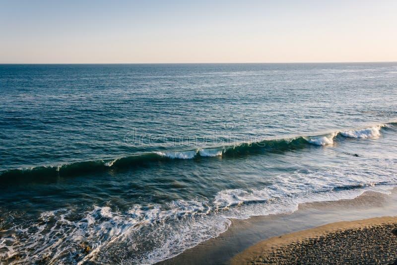 Vista delle onde nell'oceano Pacifico, al EL Matador State Beach, m. fotografie stock libere da diritti