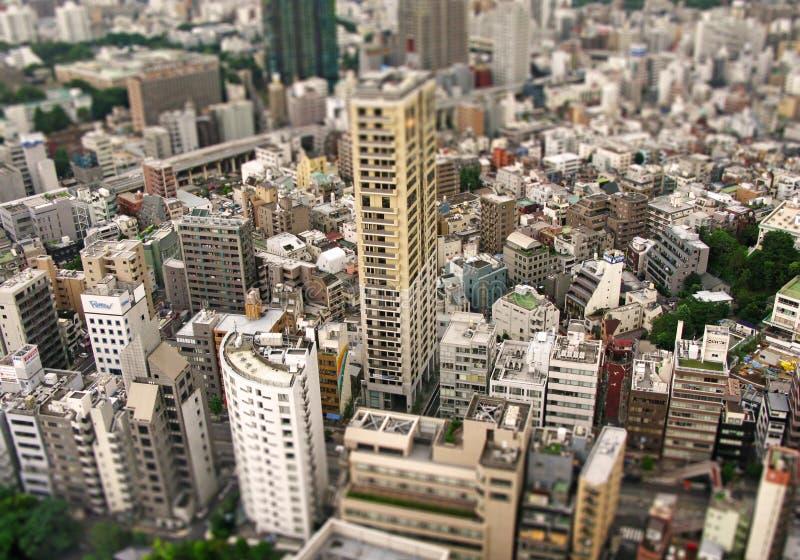 Vista delle parti del centro urbano di Tokyo, macchina fotografica dello spostamento di inclinazione fotografie stock