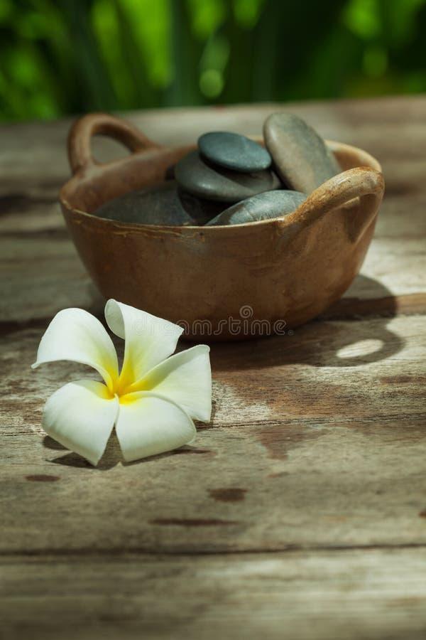 vista delle pietre grige su colore indietro fotografie stock