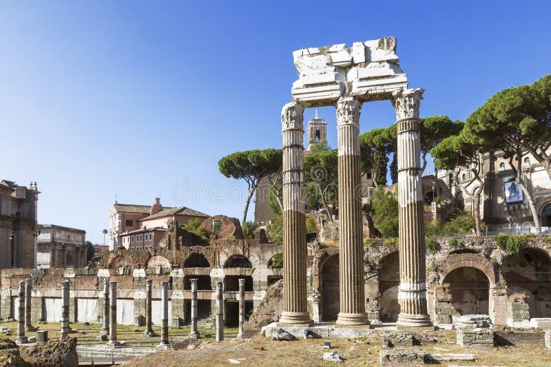 Vista delle rovine di forum romano a Roma immagini stock