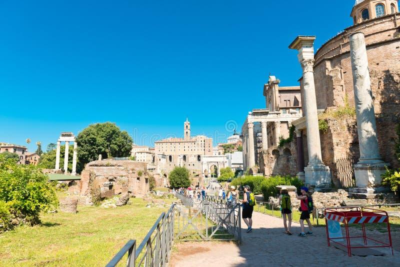 Vista delle rovine di Roman Forum a Roma, Italia fotografia stock