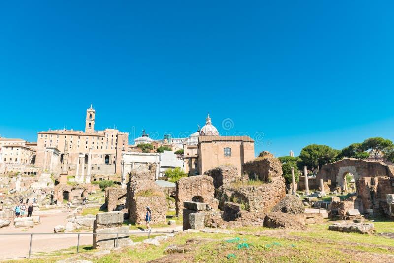 Vista delle rovine di Roman Forum a Roma, Italia fotografie stock