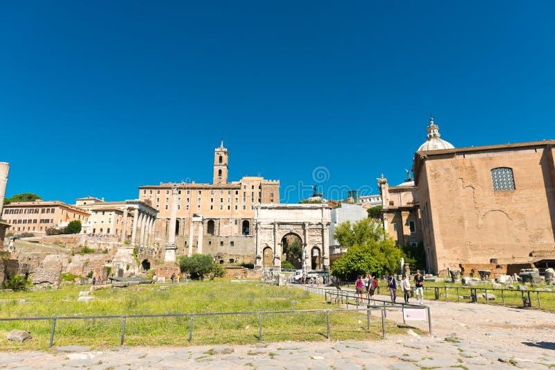 Vista delle rovine di Roman Forum a Roma, Italia immagine stock