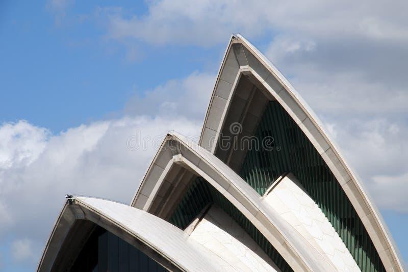 Vista delle vele del teatro dell'opera iconico di Sydney immagini stock