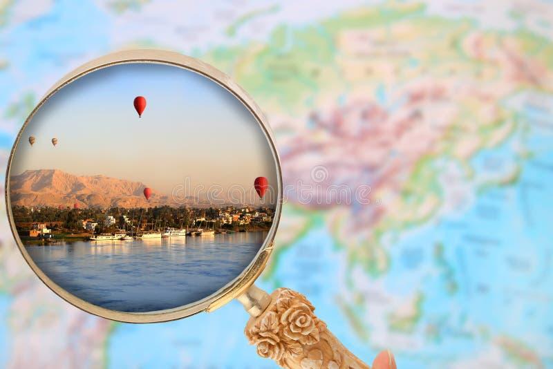 Vista dentro em balões de ar quente em Luxor Egito no nascer do sol foto de stock