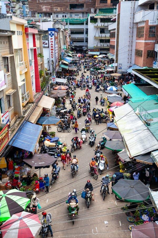 Vista desde arriba al atasco en la marca vietnamita de la calle imagenes de archivo