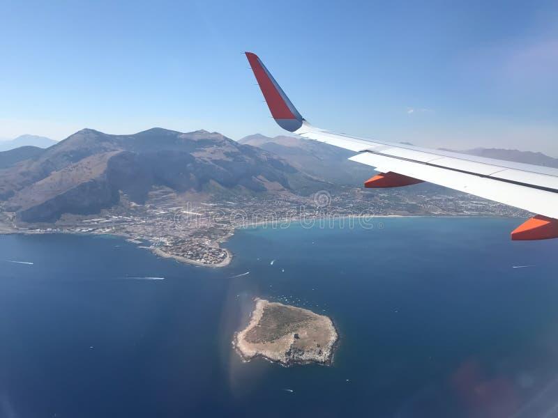 Vista desde arriba del mar Mediterráneo foto de archivo