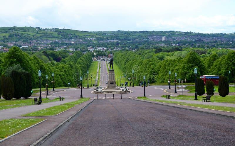 Vista desde los escalones de Stormont Parliament House fotografía de archivo libre de regalías