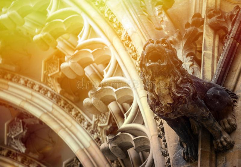 Vista detalhada no mosaico g?tico da catedral do St Vitus no castelo de Praga em Praga, Rep?blica Checa imagem de stock