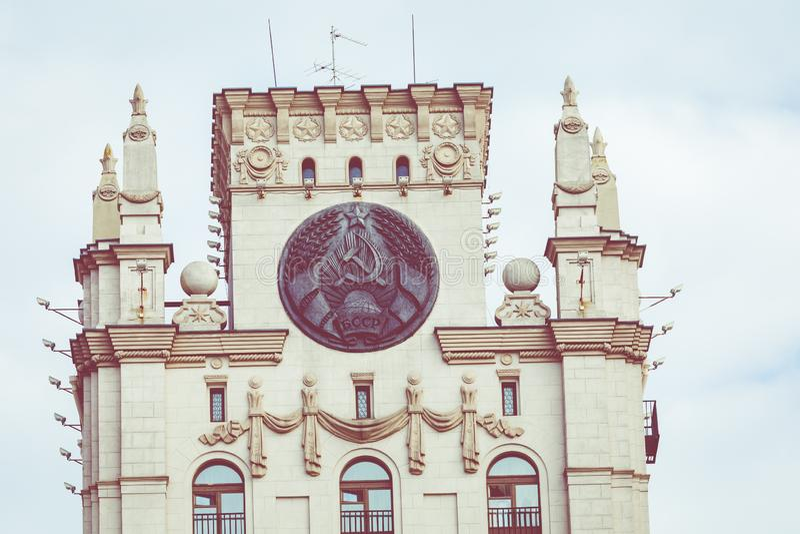 Vista detallada de las puertas de Minsk Herencia soviética Lan famoso foto de archivo