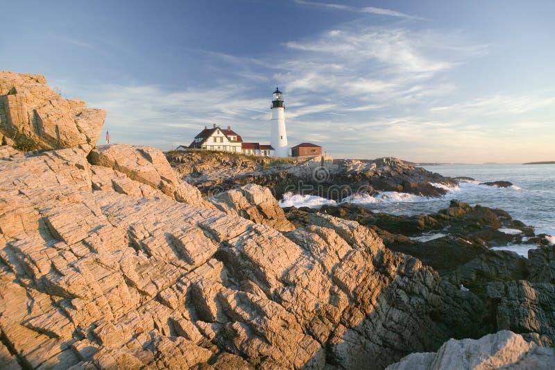 Vista di alba del faro della testa di Portland, capo Elizabeth, Maine immagini stock libere da diritti