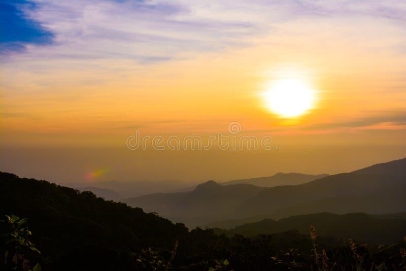 Vista di alba a Doi Intanon fotografia stock