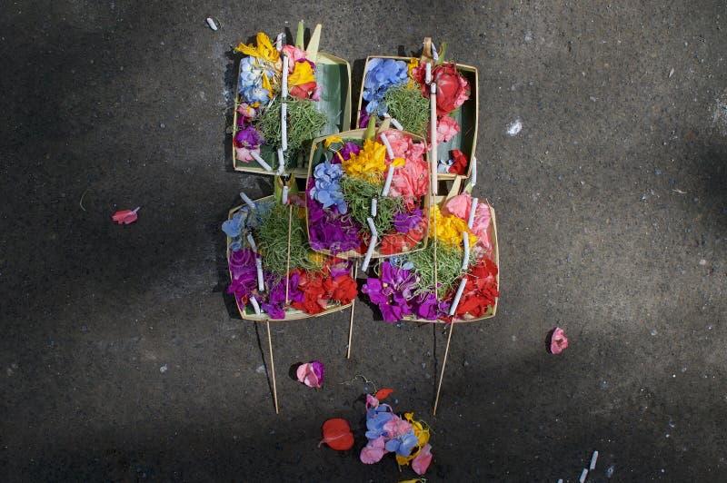 Vista di alcune offerti di Canang Sari Balinese fotografia stock