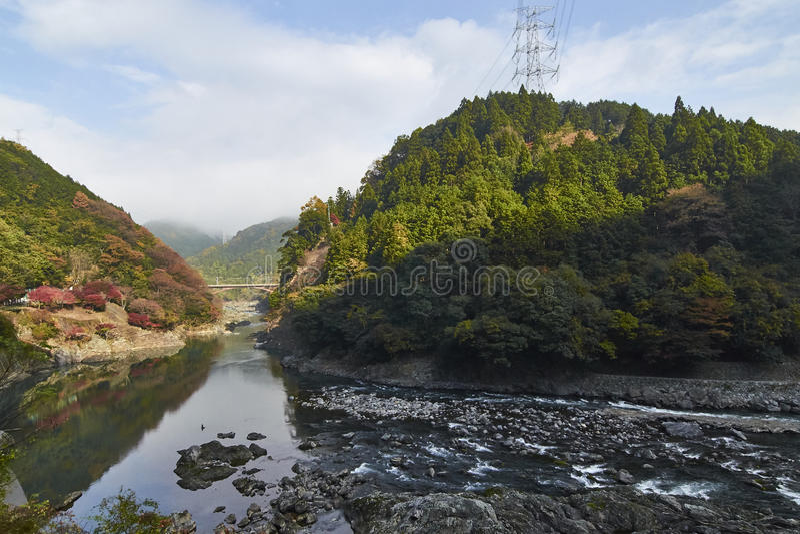 Vista di Arashiyama a Kyoto durante l'autunno fotografie stock libere da diritti