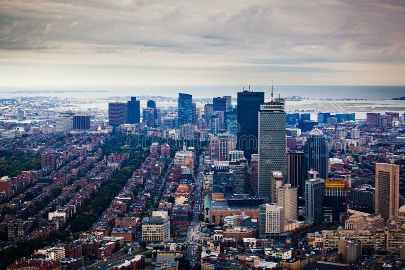 Vista di Arial dell'orizzonte di Boston con i grattacieli fotografia stock
