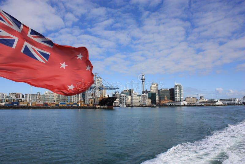 Vista di Auckland dal traghetto di Waiheke fotografie stock