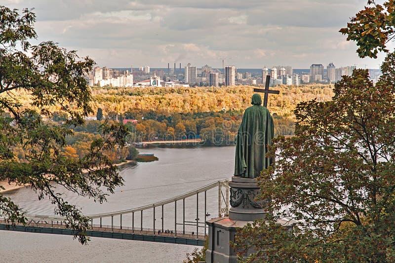Vista di autunno del monumento a Vladimir, Kiev, Ucraina immagine stock libera da diritti