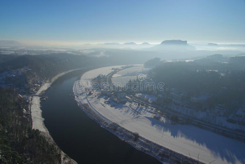 Vista di Bastei sul fiume Elbe upriver immagini stock libere da diritti