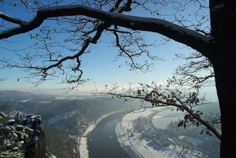 Vista di Bastei sul fiume Elbe upriver fotografie stock