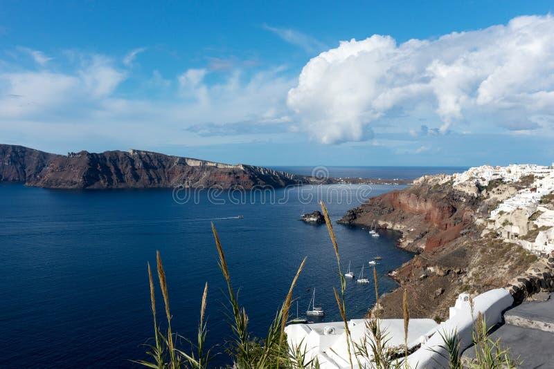 Vista di bella città OIA sull'isola di Santorini immagini stock