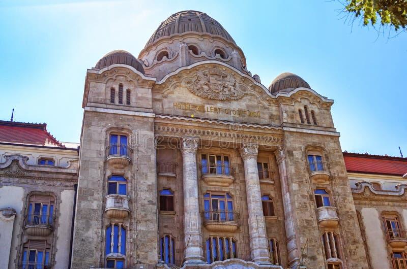 Vista di bella vecchia facciata del monumento storico dell'hotel di Gellert a Budapest fotografie stock
