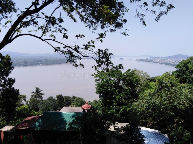 Vista di Brahmaputra dall'ashram immagine stock