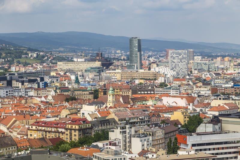 Vista di Bratislava con un ponte strallato fotografia stock
