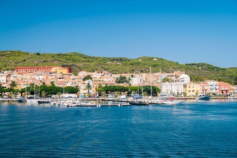 Vista di Carloforte, San Pietro Island, Sardegna, Italia immagini stock libere da diritti
