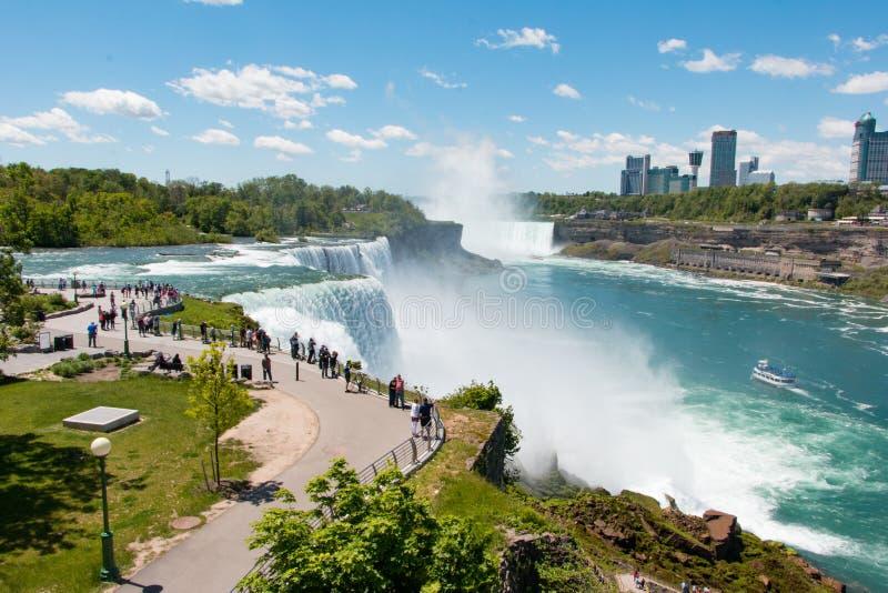 Vista di cascate del Niagara dal lato americano fotografie stock libere da diritti