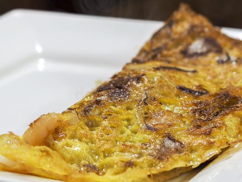Vista di chiusura dell'omelette di uova fritto di fresco fotografia stock