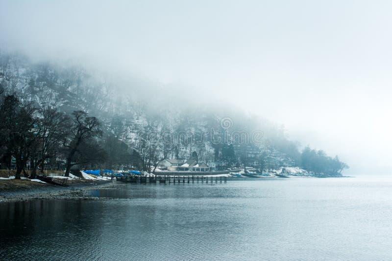 Vista di Chuzenji del lago al viaggio di Nikko Giappone nell'inverno fotografia stock