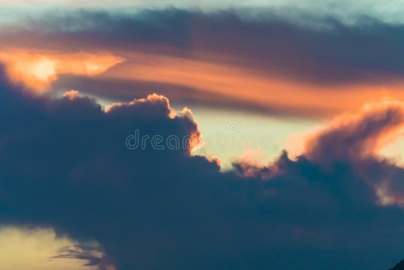 Vista di Clound e di luce rossa, fijian, porcellana immagine stock libera da diritti