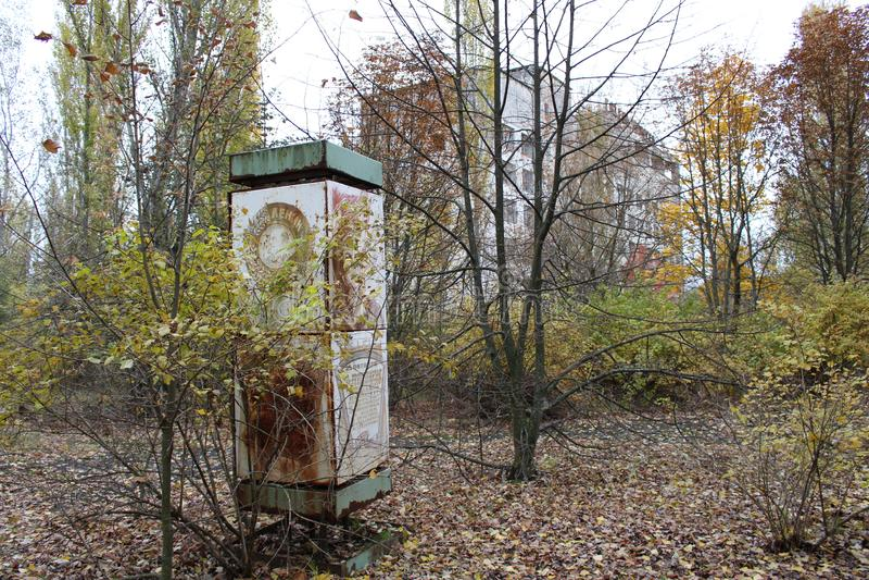 Vista di costruzione sovietica nella città di Pripyat nella zona di esclusione di Cernobyl fotografia stock