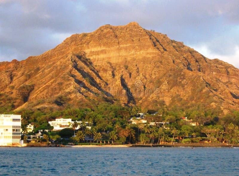 Vista di Diamondhead dall'oceano Pacifico fuori da Oahu fotografia stock