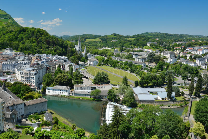 Vista di estate di Lourdes immagini stock