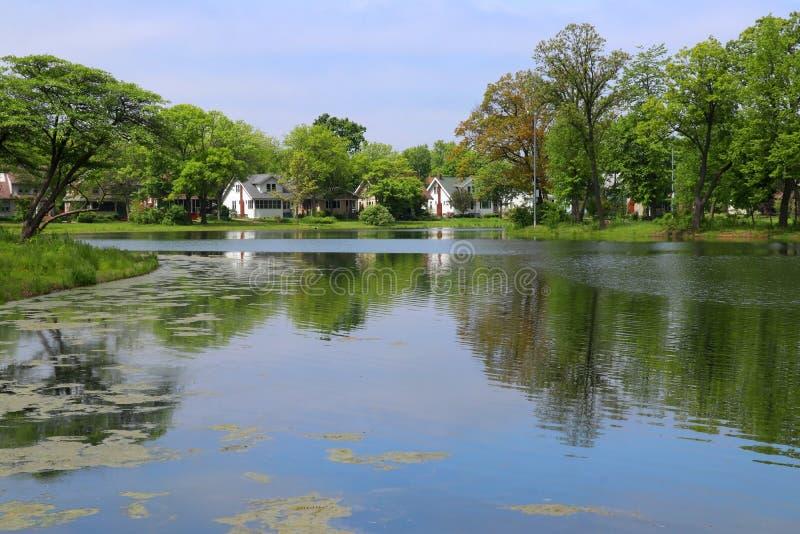 Vista di estate in un parco della città fotografie stock libere da diritti