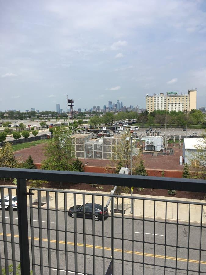 Vista di Filadelfia dal parco della banca dei cittadini fotografie stock libere da diritti