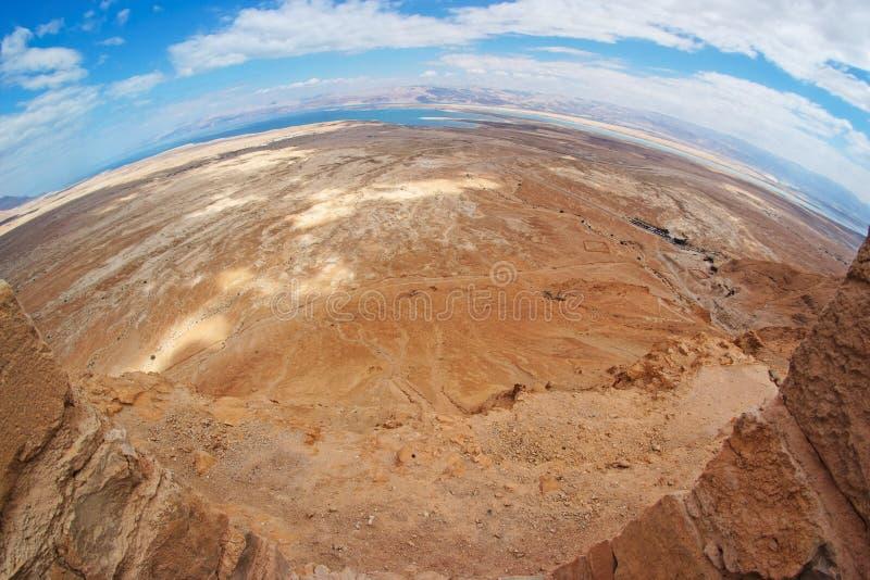 Vista di Fisheye del deserto dalla fortezza di Masada fotografia stock