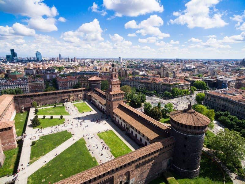 Vista di fotografia aerea del castello di castello di Sforza nella città di Milano fotografie stock